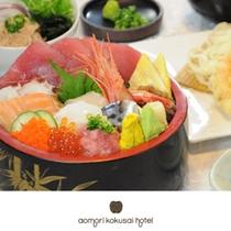 新鮮な魚介類が満載の【豪華海鮮丼】