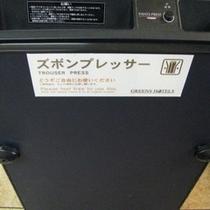 ◆ズボンプレッサー◆各階エレベーター前に置いてあります