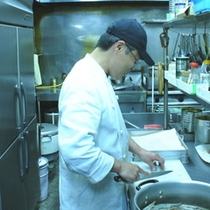 レストラン厨房の風景