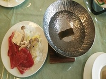 夕食の一例(牛肉のしゃぶしゃぶ)