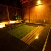 【露天風呂】雄大な琵琶湖を望める展望露天風呂は、大小どちらのお風呂にもございます 。