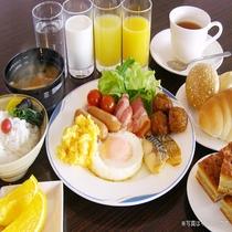 無料朝食サービス★☆白いご飯にパン、スクランブルエッグ、朝カレーなど…大好評です♪