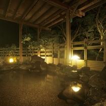 露天岩風呂温泉(夜)