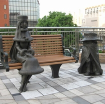 JR小倉駅でメーテルと鉄郎がお出迎え(銅像)