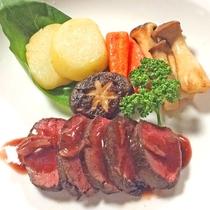 美山は京都の山里。鹿肉や イノシシ肉を使用した【和ジビエ】が当館のオススメです。