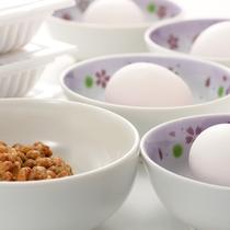 朝食の際には納豆と玉子を無料で提供しております。
