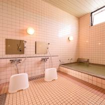 3~4名までご利用できる大浴場。30分まで貸切でご利用ください。