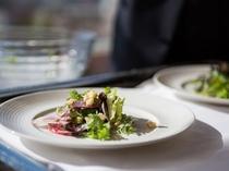 ★岡山県産地野菜をふんだんに使ったサラダもどうぞ。