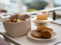 ★毎朝焼きたてのホテルオリジナルメイドパンもご一緒にどうぞ。