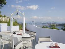 ★レストラン「THE SURF&TURF」には瀬戸大橋を眼下に臨むテラス席もございます。