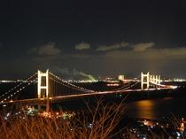 1階・ロビーテラスから見たライトアップされた瀬戸大橋。