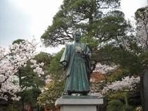 高幡不動尊内の土方歳三の像