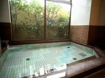 男女別浴場で温泉満喫