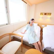 【客室】シモンズベッド・17平米ツインルーム・禁煙