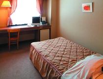 シングルルーム 15㎡全室セミダブルベット