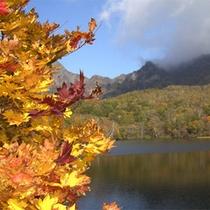 戸隠の情景-秋の鏡池-
