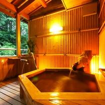 【露天風呂付客室一例】和の趣漂うプライベート空間で、ゆっくりと温泉をお楽しみいただけます。