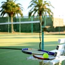 *全天候型テニスコートは3面完備。ご家族でもグループでも心地よい汗を流せます☆