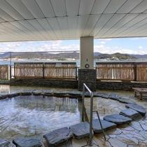 *【2階露天風呂】湖面を渡る風が心地よい露天風呂です◇景観と共にお愉しみください◎