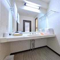 *【クラッセ棟・スーペリア和洋室一例】広々とした洗面所はお子様連れでも快適にご利用頂けます。