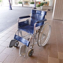 【貸し出し用車椅子】ホテルに6台あります。