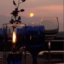 【スカイレストラン 橿原】夕日が畝傍山に沈むのがご覧いただけます。