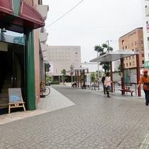 【橿原神宮前駅よりのアプローチ】駅前ロータリーを左折するとすぐにホテルが見えます。