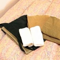 【作務衣】当ホテルの部屋着は作務衣(さむえ)です。お風呂あがりにゆったりとお過ごしくださいませ。