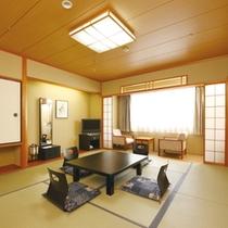 【和室】全室10畳間と次の間2畳の広さになります。落ち着きの和室で、ごゆっくりご滞在下さいませ。