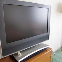 【液晶テレビ】VOD視聴(有料)可能な液晶テレビです。各階販売機にてカードを購入頂けます。