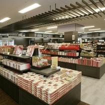 【1階ショッピングプラザ】品揃え豊富なショッピングプラザ。