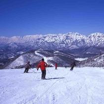 【戸隠スキー場】ホテルから車で約70分(ドライ路面時)です。