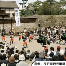 【真田十万石まつり】例年10月に松代町内で行われます。松代城跡までホテルから徒歩約15分です。