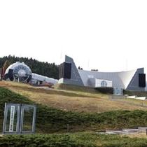 【能登島ガラス美術館】 現代建築とガラス造形が織りなす幻想的な空間をお楽しみください。※お車で約40