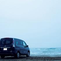 【千里浜なぎさドライブウェイ】波打ち際を自動車で走れる、国内唯一の海岸です。※お車で約20分