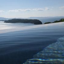 露天はインフィニティ風呂 紀淡海峡と湯面が一体化する趣向です