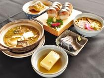 【夕食:虎鯖コース】物産展でも人気の「虎鯖棒すし」をはじめとした、八戸の味覚をお楽しみください。