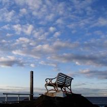 野島埼灯台 朝日も夕日も見られるベンチ