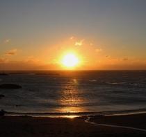 太平洋から昇る朝日(客室より)