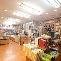 【館内】竹久夢二グッズや鬼怒川の名産が並ぶ売店「花ごよみ」