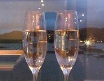ふたりのひと時の 幸せに乾杯!