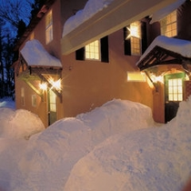 冬のコテージ 外観