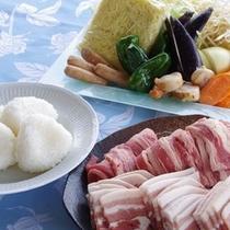 【夏】お肉、野菜、おにぎりなど定番メニューがずらり