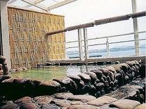 田辺湾を一望できる露天風呂温泉で旅の疲れもスッキリ