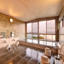 *大浴場/三河湾が目の前に広がる展望風呂で癒しのひと時をお過ごしください。