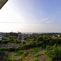 *お部屋からの景観/心地よく聞こえる潮騒に耳を傾けながら、ゆっくり流れる島時間をご堪能下さい。