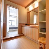 *客室バスルーム(一例)/全客室完備いたしております。