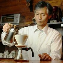 【喫茶 十輪】マスター自ら豆を挽き淹れる珈琲