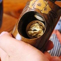 【喫茶 十輪】季節のコーヒーのお茶受けとして、自分で割るくるみ割り