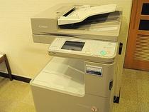 【カラーコピー機】FAXも対応しております。無料でご利用いただけます。